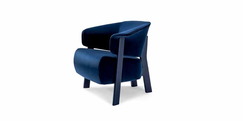The Back-Wing chair evolves: absolute comfort in an embracing armchair